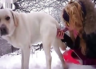 Shades-wearing amateur sucking dog cock